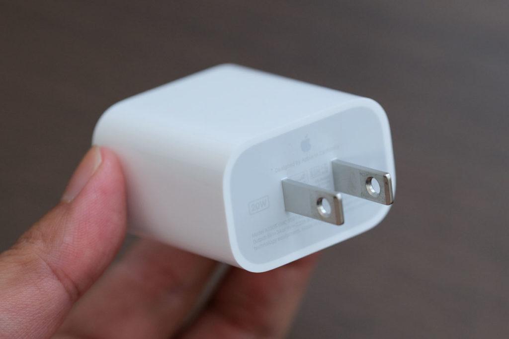 Apple 20W USB-C電源アダプタのプラグ