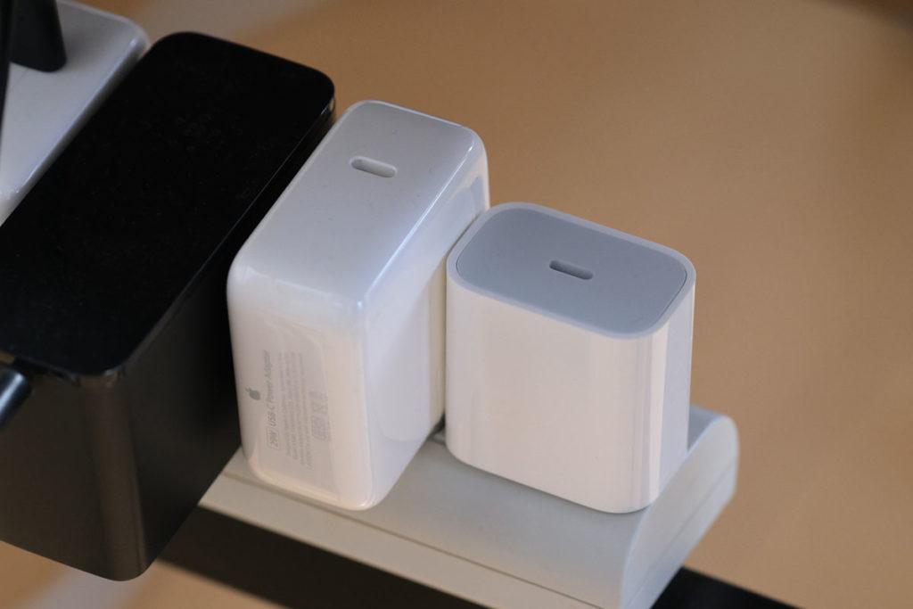 Apple 20W USB-C電源アダプタの本体形状