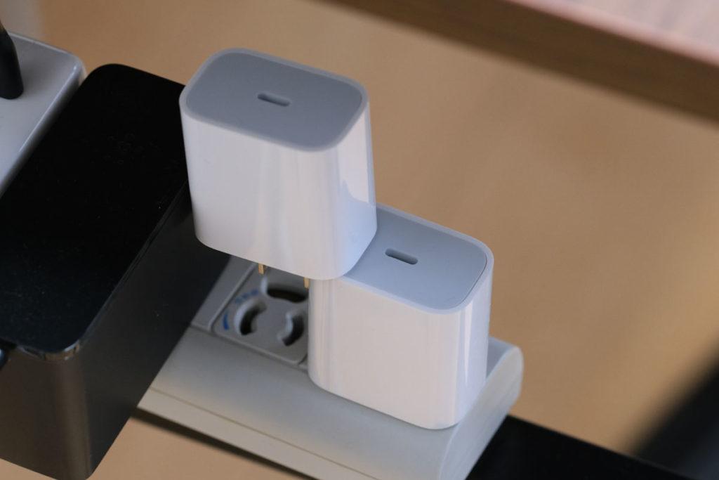電源タップとApple 20W USB-C電源アダプタ