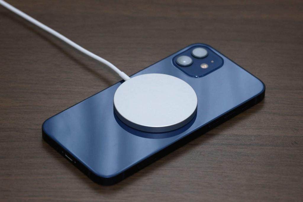 iPhone 12とMagSafe
