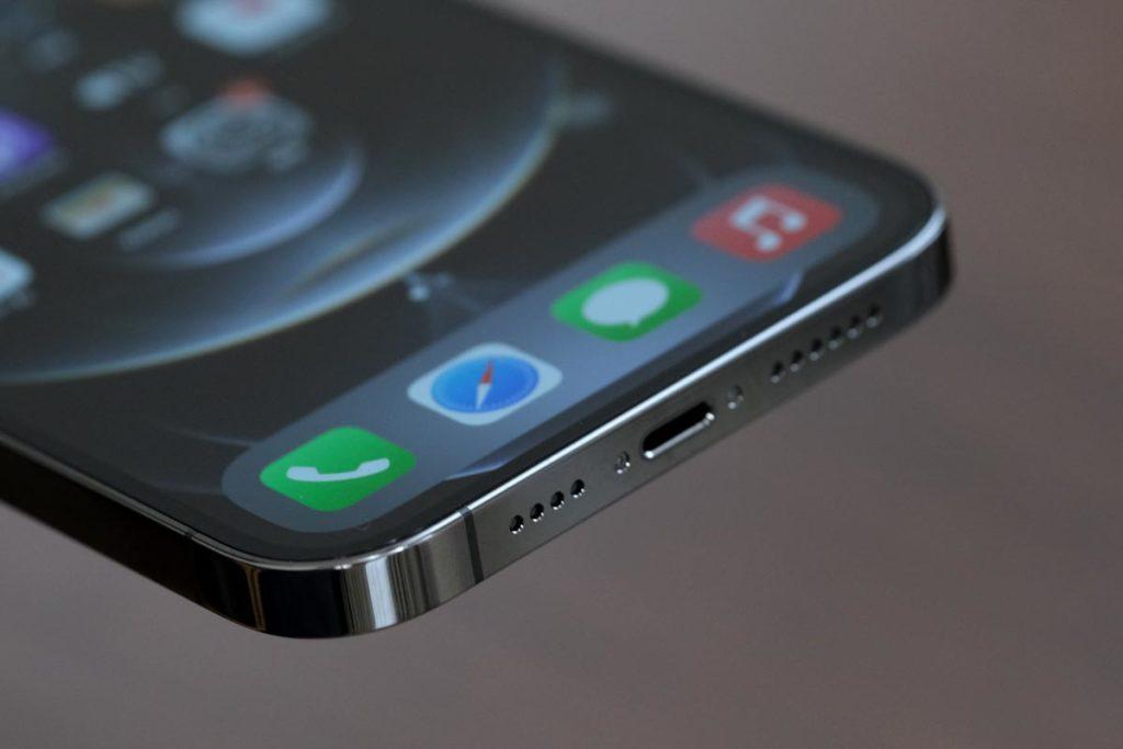 iPhone 12 Pro MaxのLightningポート