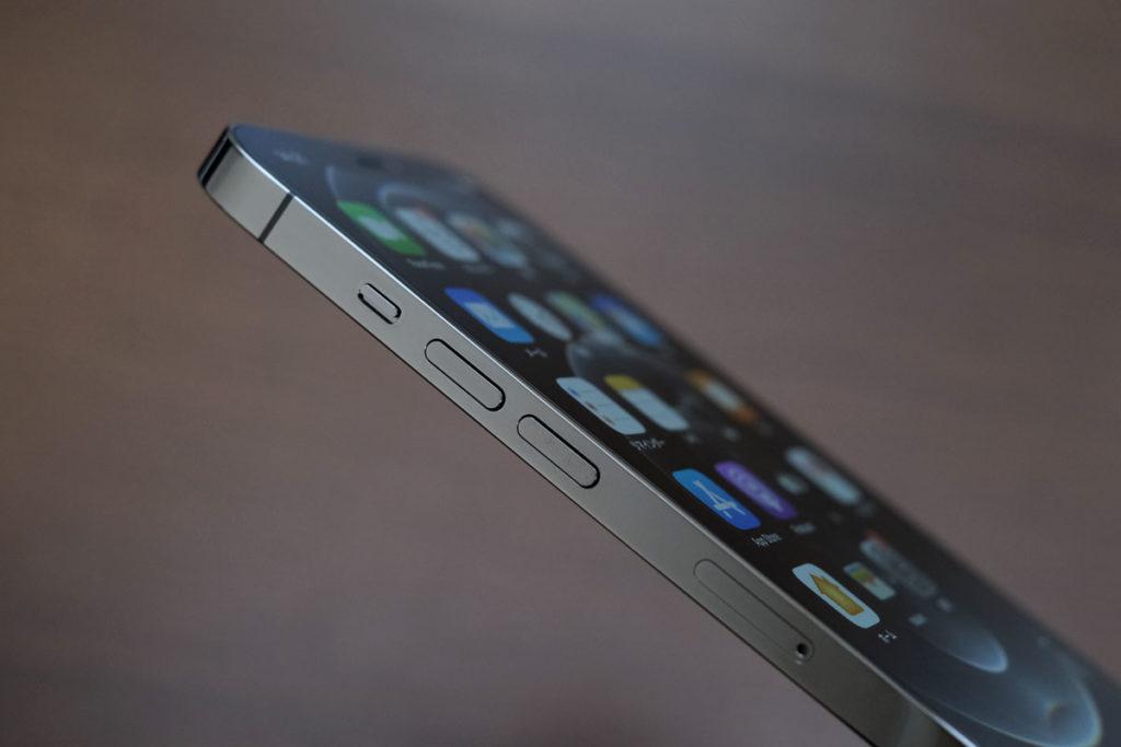 iPhone 12 Pro Max 音量ボタン