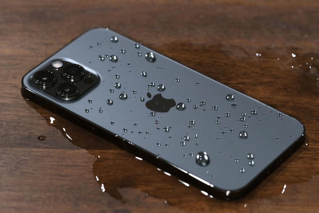 濡れたiPhone 12 Pro Max