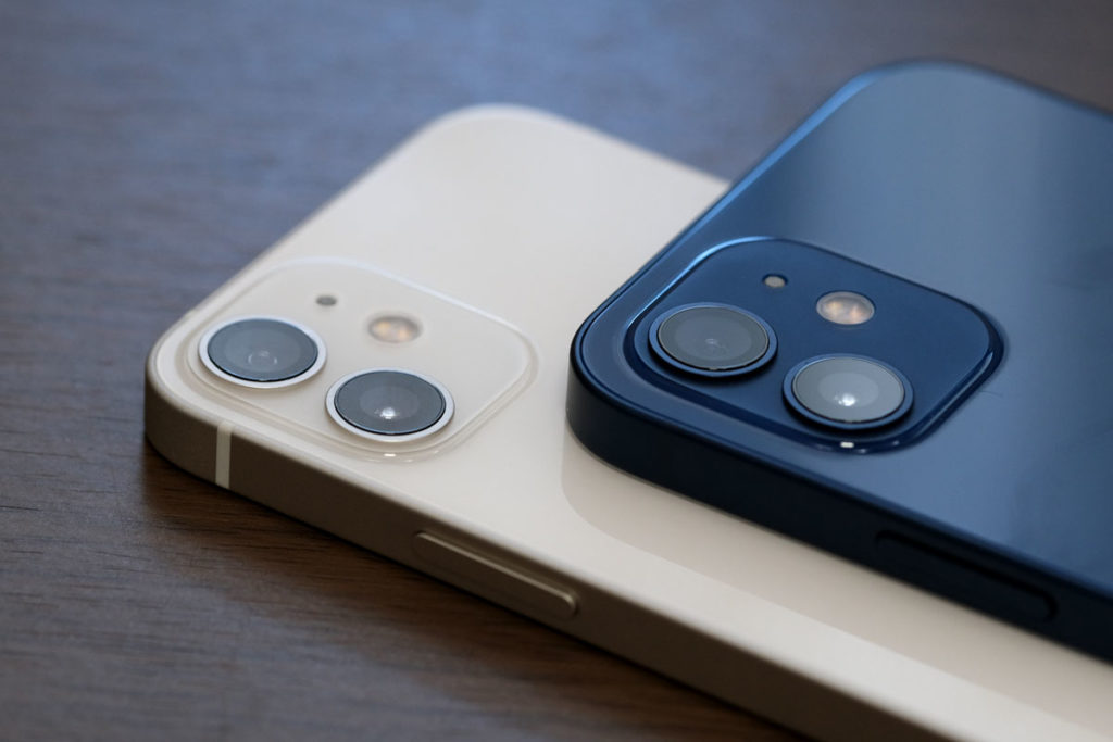 iPhone 12 miniと12のリアカメラ