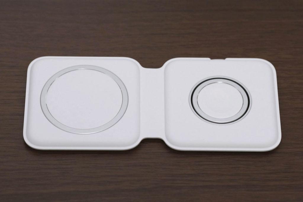 MagSafeデュアル充電器の見開き状態