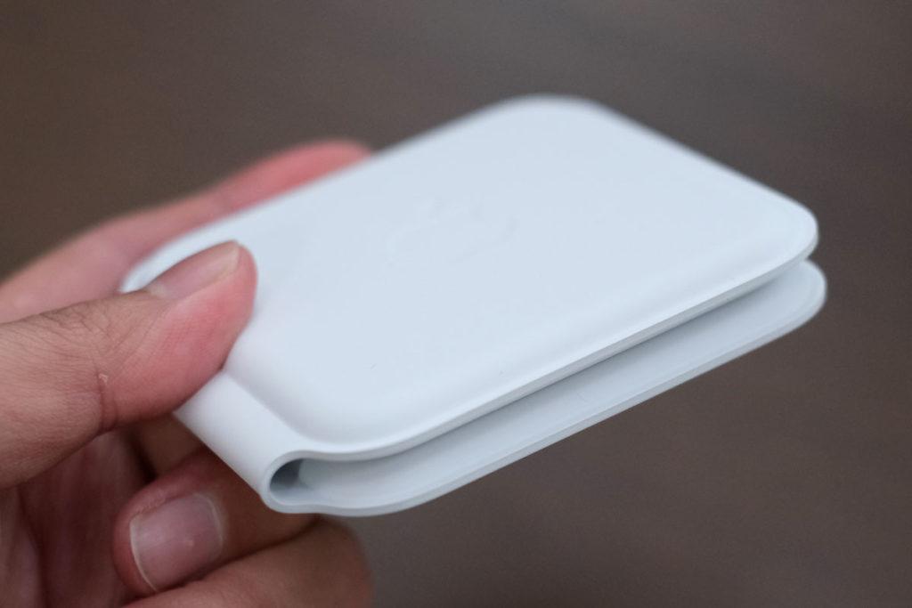 MagSafeデュアル充電器の厚み