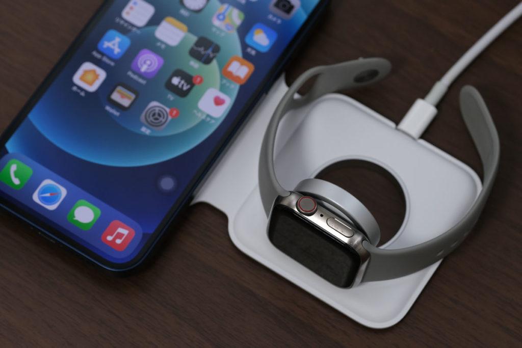 iPhone 12・Apple Watchを同時充電できる