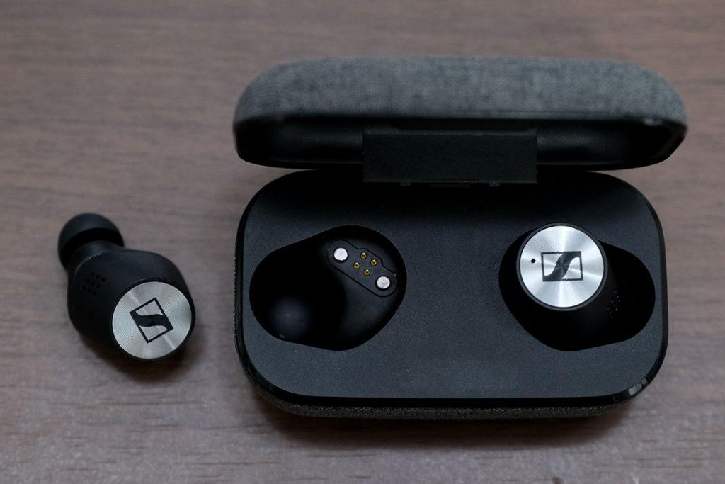 MOMENTUM True Wireless 2 充電ケースとイヤホン