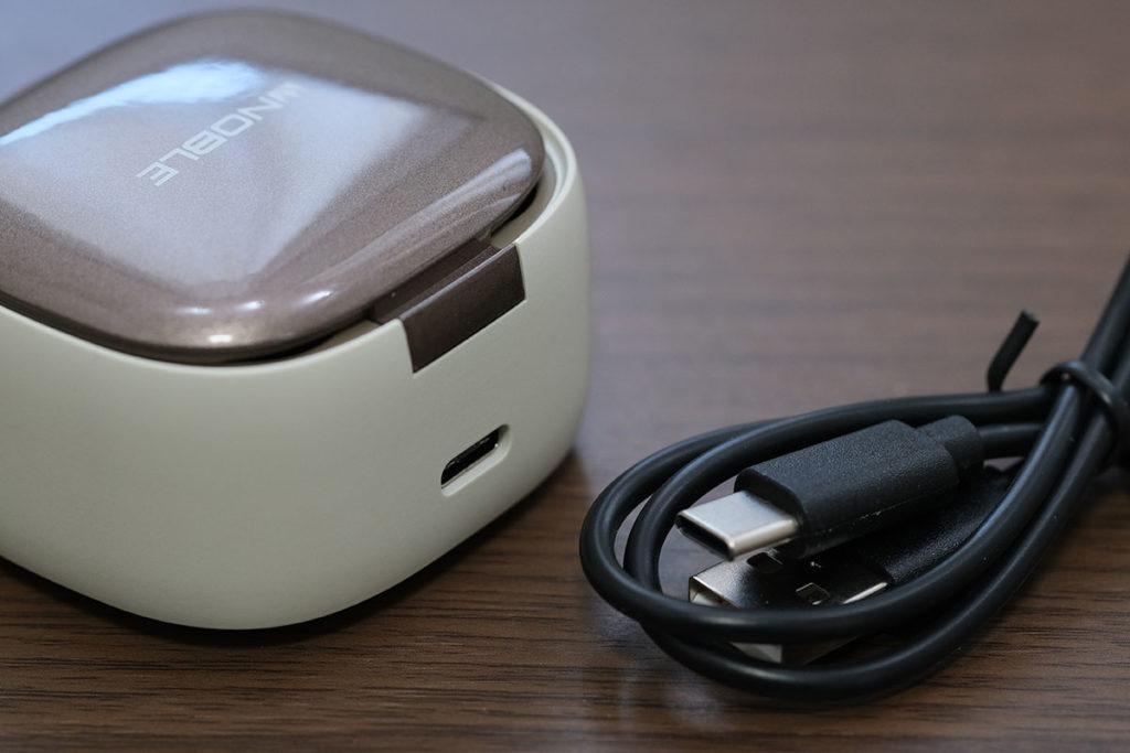 FALCON 2 充電ケースのポート