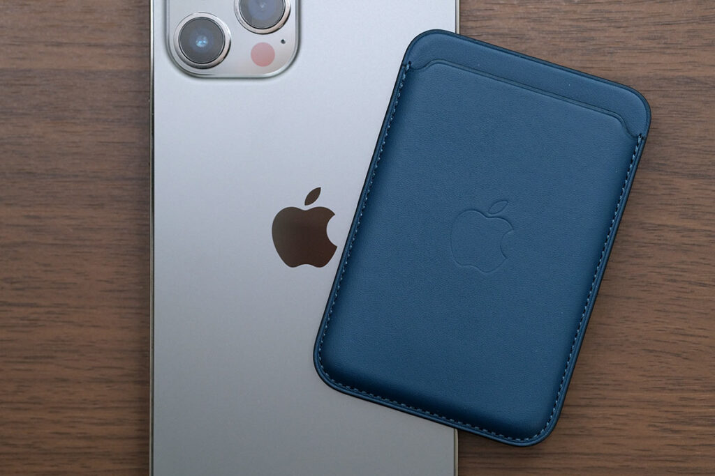 iPhoneレザーウォレットとiPhone 12 Pro Max