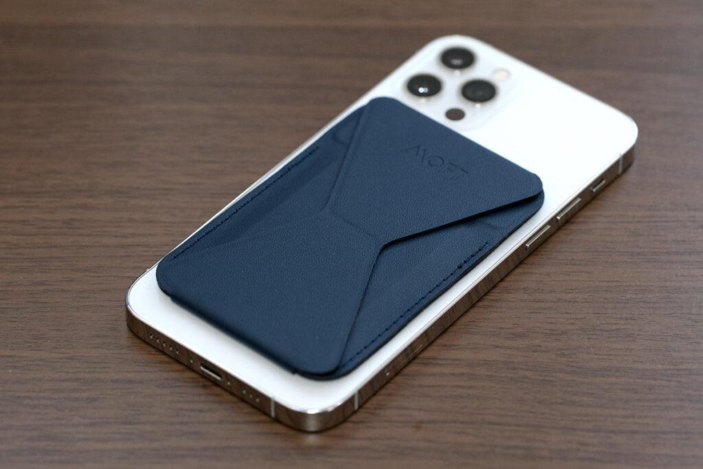 iPhone 12 ProとMOFTスタンドウォレット