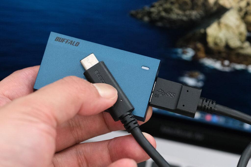 Micro-B to Cケーブルで接続