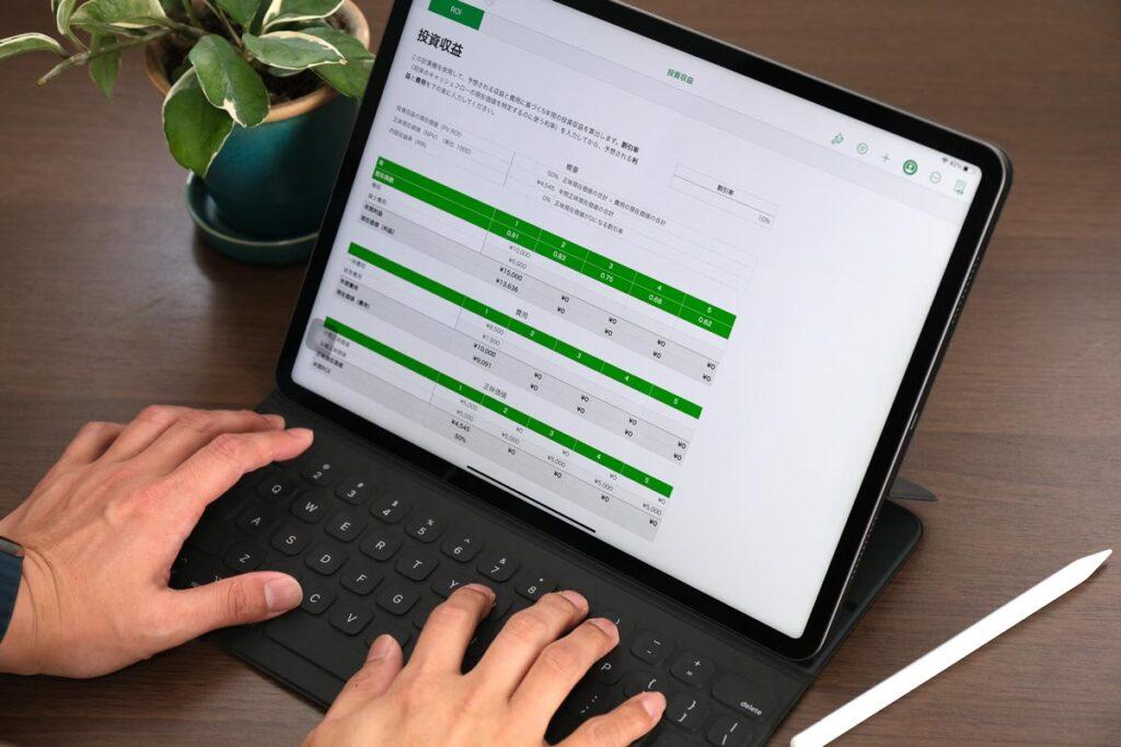 iPad Pro 12.9インチ(第5世代)とスマートキーボード