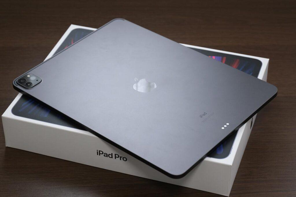 iPad Pro 12.9インチ(第5世代)背面パネル