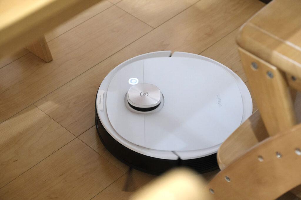 DEEBOT OZMO T8 テーブルの下も掃除