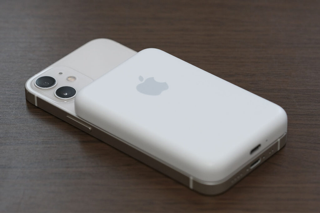 MagSafeバッテリーパックとiPhone 12 mini