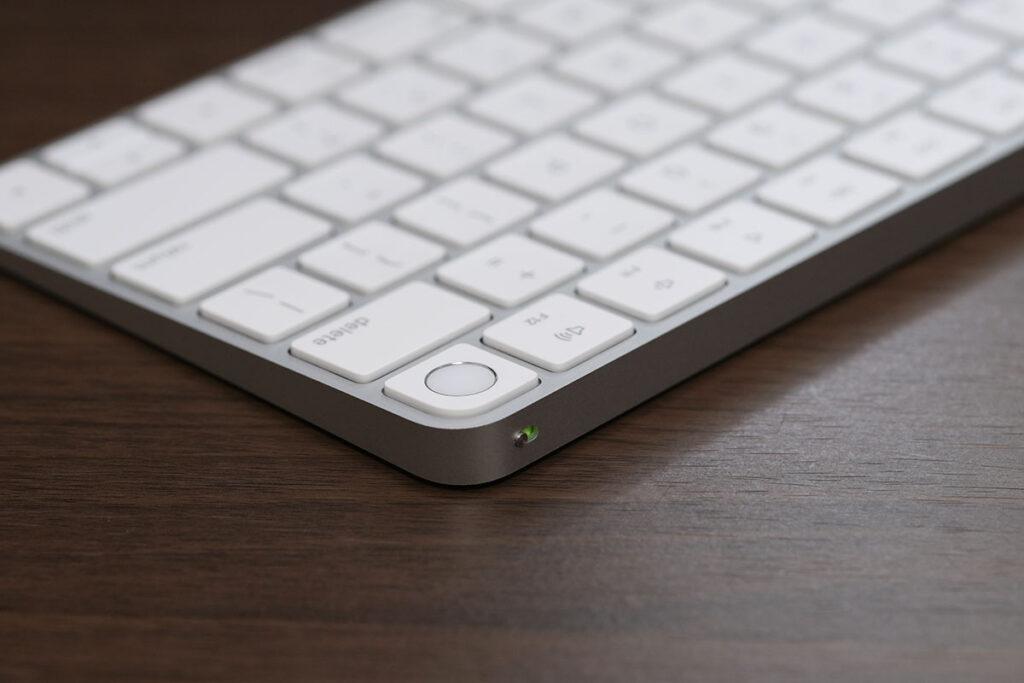 Magic Keyboard 電源ボタン