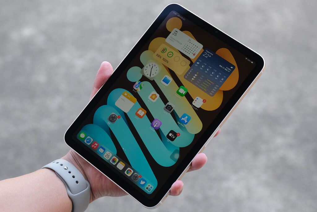 iPad mini(第6世代)片手サイズ