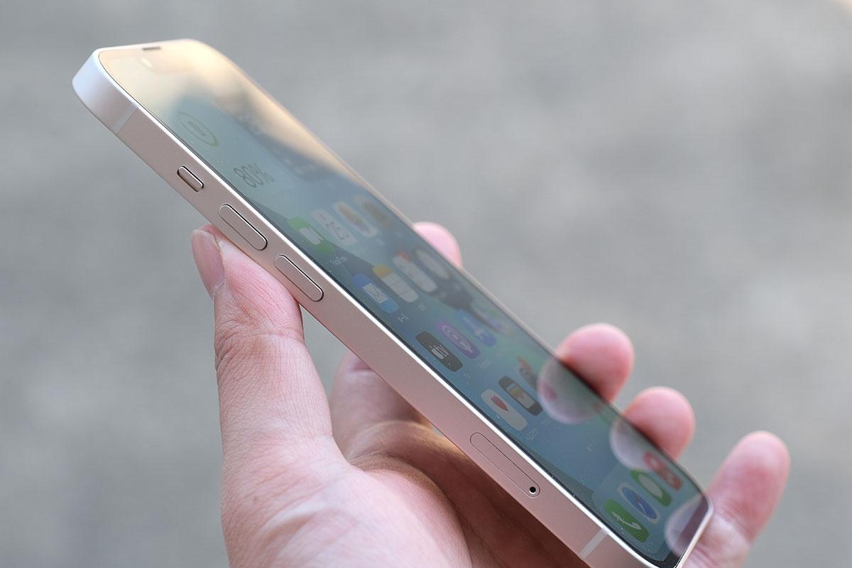 iPhone 13 音量ボタン