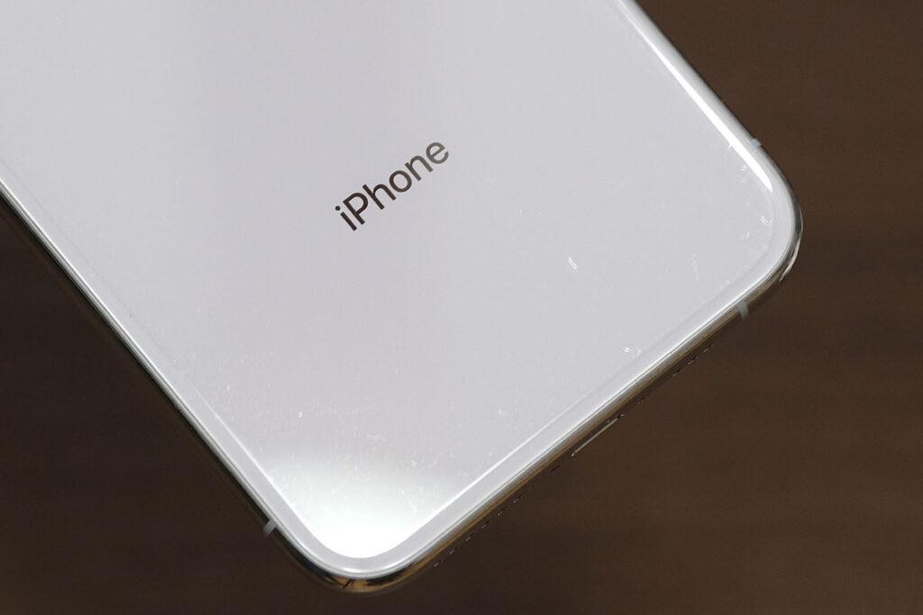 iPhone XS 背面ガラスの傷