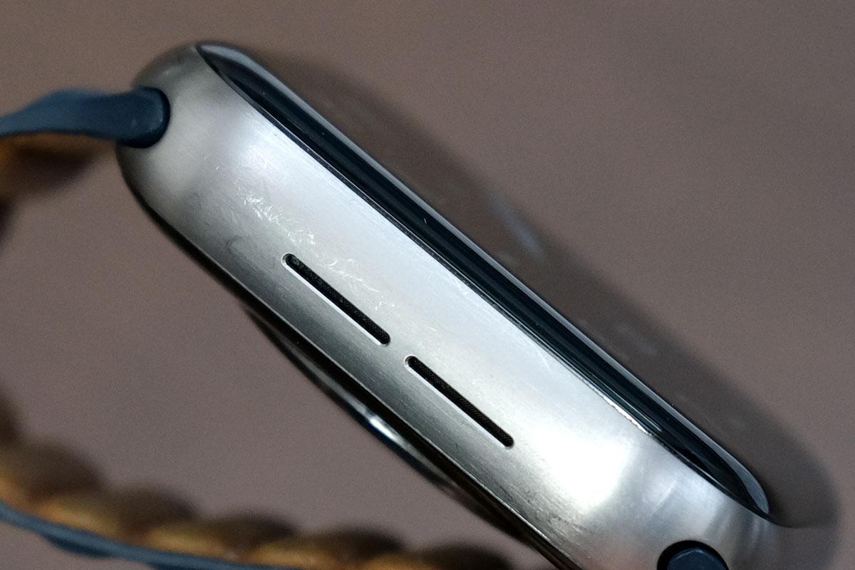 Apple Watch チタニウムの傷(スピーカー側)