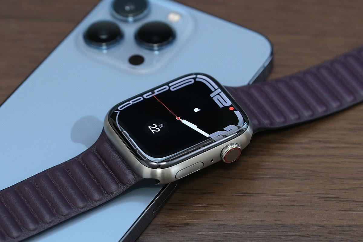 13 Pro MaxとApple Watch 7 Edition