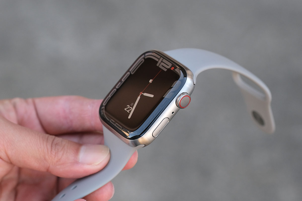 Apple Watch チタン + スポーツバンド