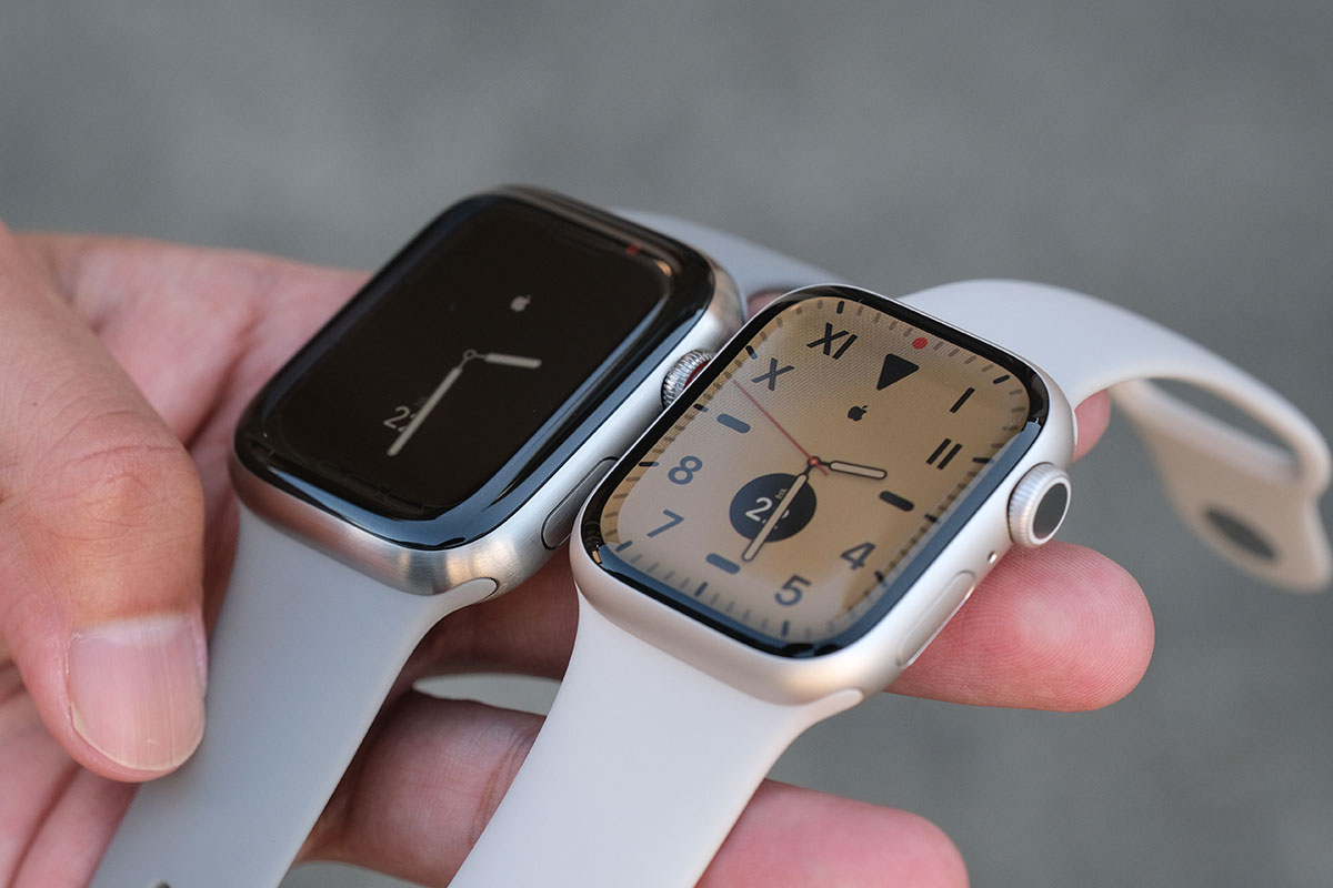 Apple Watch チタンケースとアルミケース