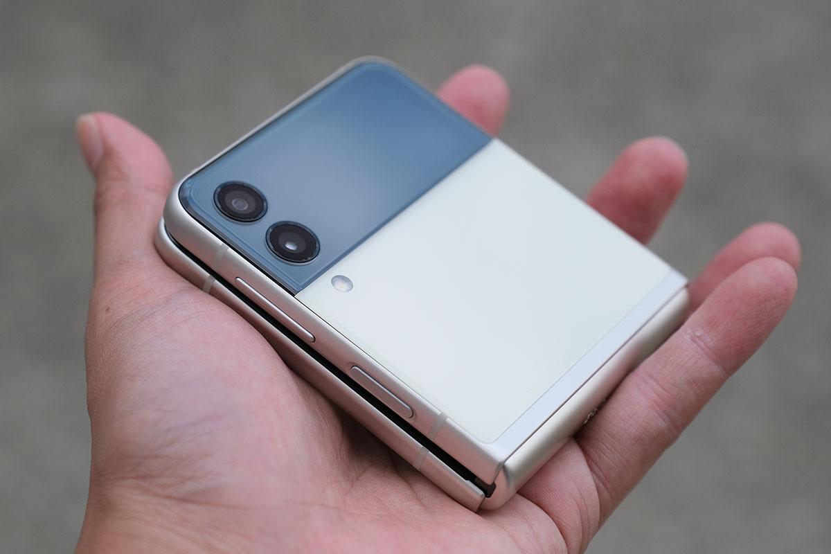 Galaxy Z Flip3 折り畳んだ状態