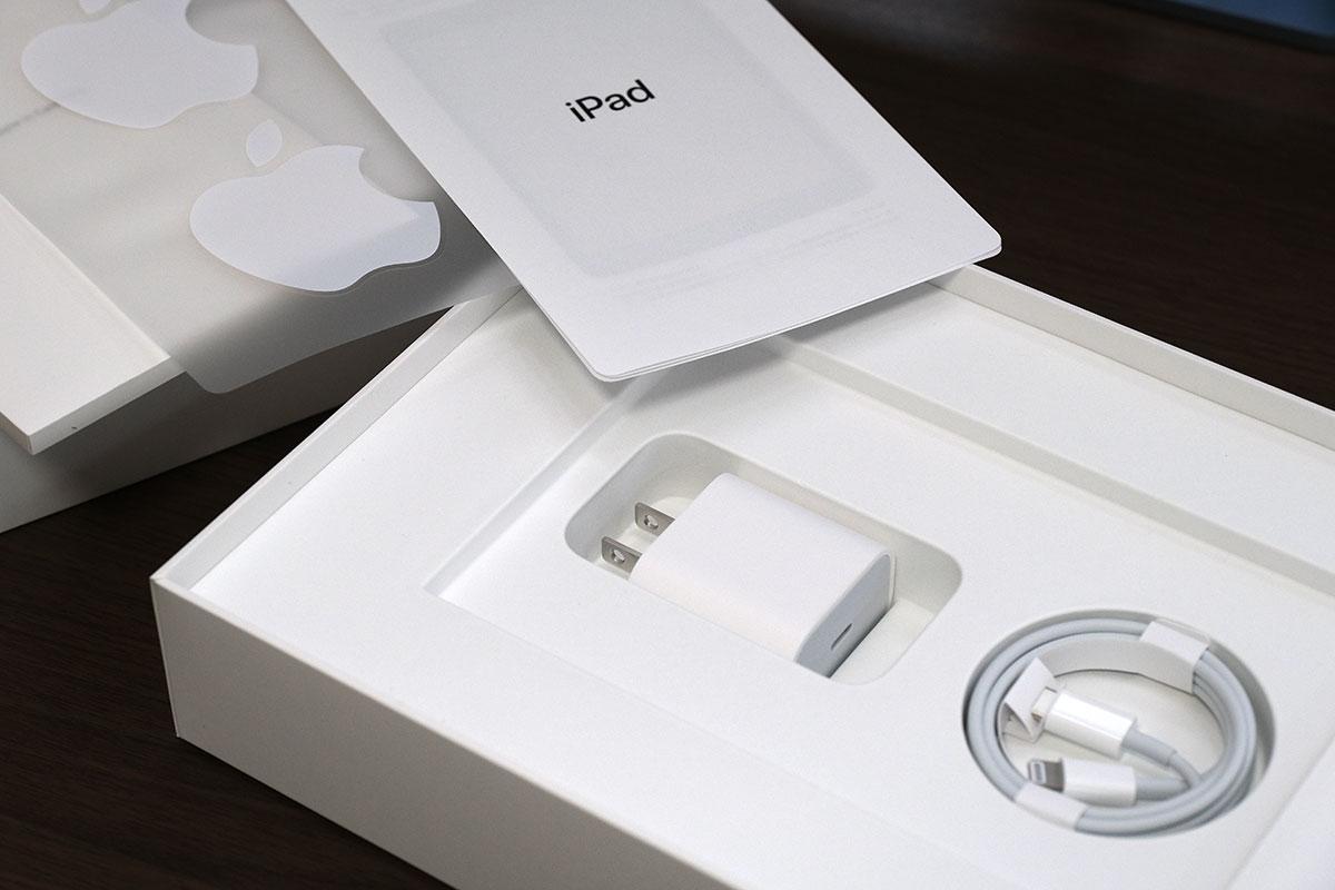 iPad(第9世代)の付属品一式
