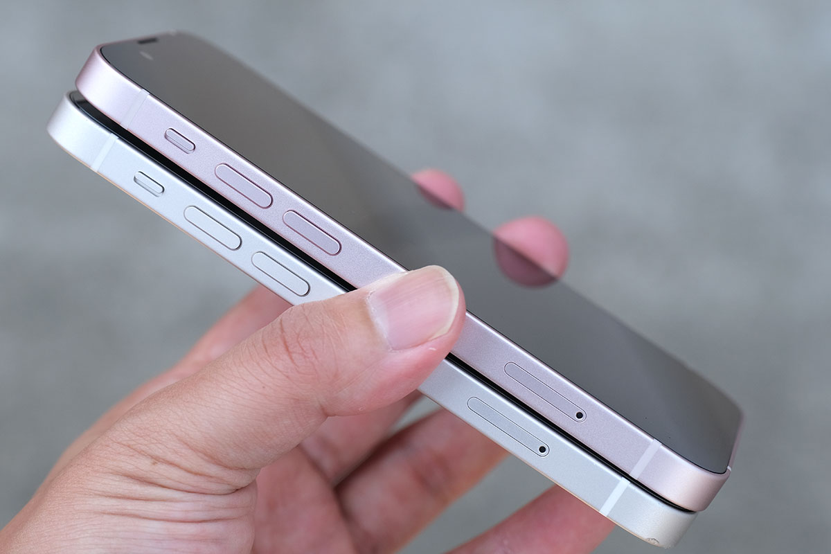 iPhone 13 mini・12 mini 音量ボタン比較