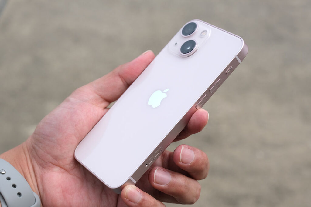 iPhone 13 背面パネル